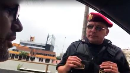 Conductor le pregunta a policía cuál es la flagrancia y este no sabe qué responder