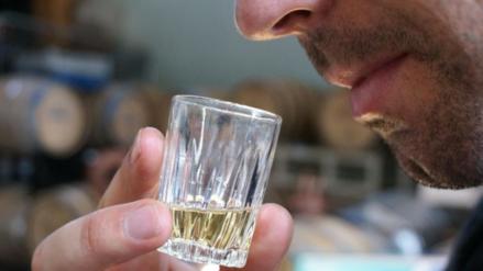 ¿Sabes por qué beber alcohol da hambre?