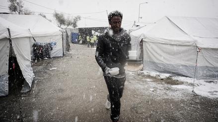 La ola de frío en Europa golpea a los refugiados y migrantes