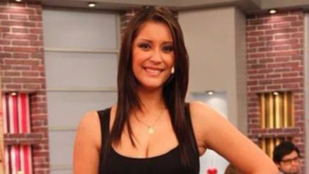 Karla Tarazona se divierte con bailarín de Rosángela Espinoza
