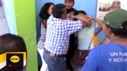 Dos mujeres se pelean por un hombre fuera de municipio de Tumbes