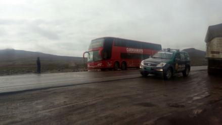 Pasajeros de bus de Carhuamayo siguen varados en la carretera