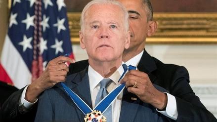 Obama hizo llorar a su vicepresidente al sorprenderlo con condecoración