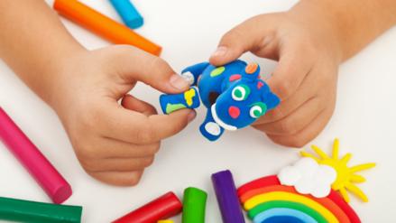 El moldeado beneficia la fantasía y la creatividad de los niños