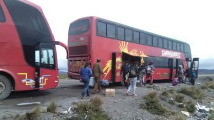 Tras 10 horas de espera pasajeros varados reiniciaron viaje a Cusco