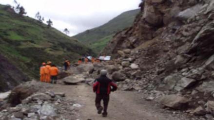 Huaicos interrumpen tránsito vehicular en la vía Cañete - Yauyos