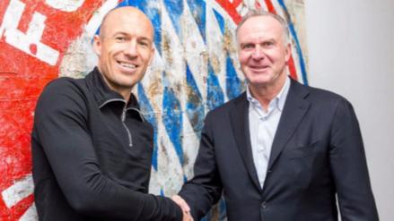 Arjen Robben renovó contrato con el Bayern Múnich por una temporada más