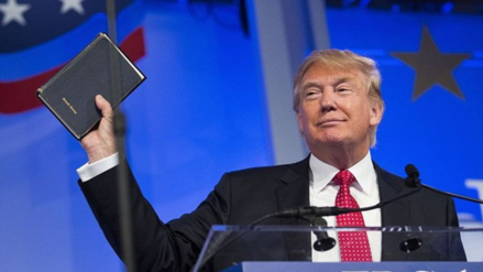 Donald Trump jurará al cargo con dos biblias
