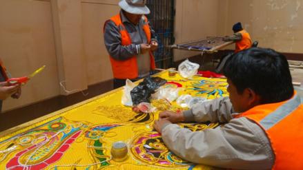 Reos del penal de Puno confeccionan trajes para fiesta de la Candelaria