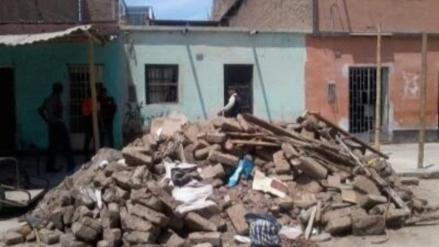 Vivienda antigua colapsa en José Leonardo Ortiz y habitantes se resisten a abandonarla