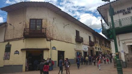 Clausuran locales comerciales de antigua casona colonial en Marqués