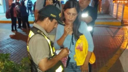 Detienen a mujer que ofrecía tarjetas con saldo ilimitado para el Metropolitano