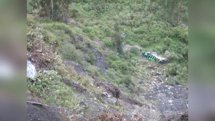 Dos mujeres y un hombre murieron tras caída de ómnibus a abismo