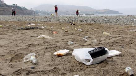 80% de peruanos suele ver a otros arrojar basura donde no deben