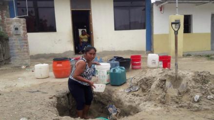 Piuranos cavan pozos para conseguir agua ante escasez