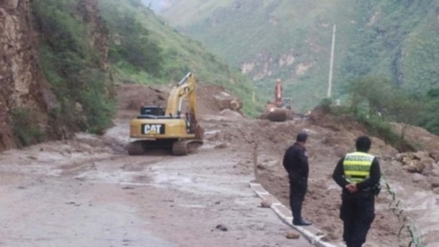 Rehabilitan vías afectadas por lluvias en Moyobamba