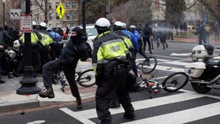 Un centenar de detenidos durante la protesta anti-Trump en Washington