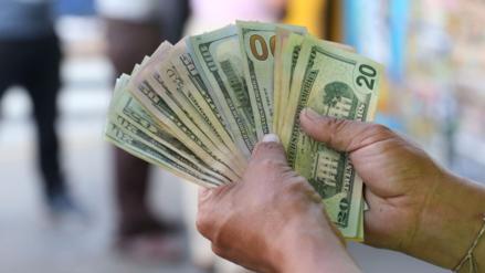 Tipo de cambio del dólar cerró cayendo a un mínimo de seis meses