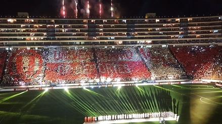 Hinchada de la 'U' se lució con un mosaico en el Estadio Monumental