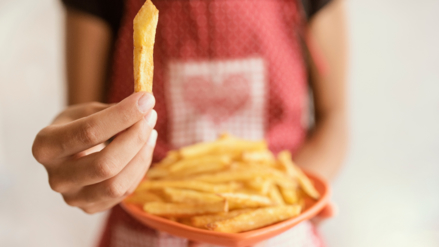 Freír o tostar mucho las papas puede causar cáncer
