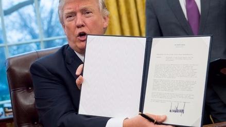 Donald Trump firmó una orden ejecutiva para retirar a EE.UU. del TPP