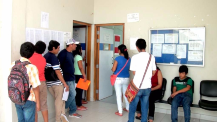 Piura: padres se quejan por exceso de espera para matriculas