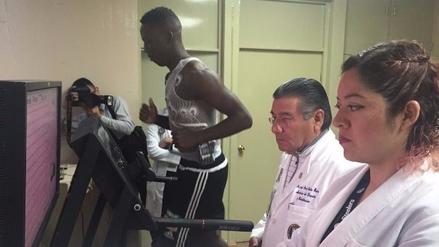 Luis Advíncula pasó los exámenes médicos en Tigres de México