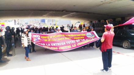 Huancayo: marchan exigiendo una fecha de entrega para el Colegio Santa Isabel