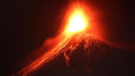 El volcán guatemalteco de Fuego entró en erupción