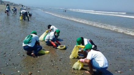 Adolescentes en conflicto con la Ley realizaron limpieza de playa de Pimentel