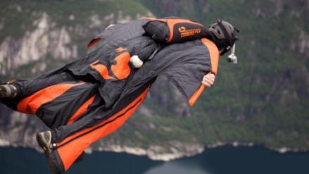 Un canadiense murió practicando 'wingsuit' en el sur de China