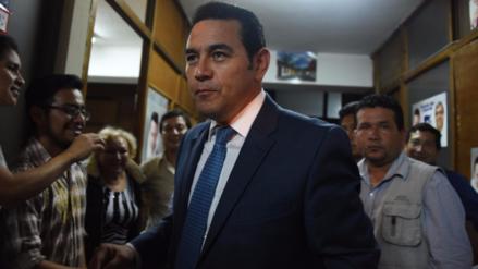 El presidente de Guatemala dejó de donar el 60% de su sueldo