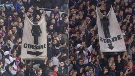 Hinchas del Olympique de Lyon mostraron pancartas machistas en Francia
