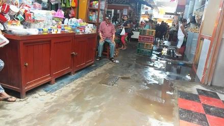 Desagües colapsan a diario en mercado de Nuevo Chimbote