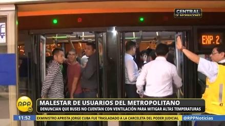 Malestar entre los usuarios del Metropolitano por el intenso calor