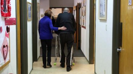 Hispanos y blancos más propensos a padecer Parkinson en EE.UU., según estudio