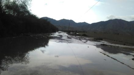 Huaico interrumpe carretera que une Cañete y Yauyos