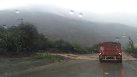 Tránsito interrumpido en la Carretera Central por deslizamientos