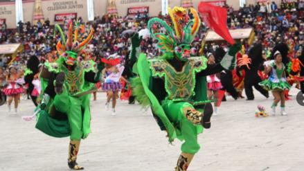 Con danzas en trajes de luces veneran a la Virgen de la Candelaria