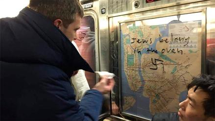 Así reaccionaron en el Metro de Nueva York al ver esvásticas en los vagones