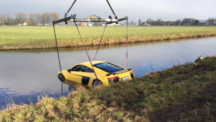 Mala maniobra provoca que un Audi de 200 mil dólares acabe en un río