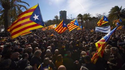 Procesan a exfuncionarios de Cataluña por impulsar su independencia de España