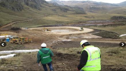 Ordenan a minera paralizar obras para evitar afectación de quebrada