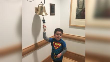 Un niño vence al cáncer y su celebración conmueve en Facebook