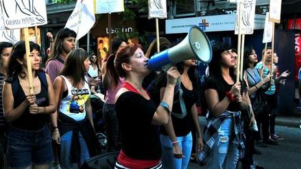 Cientos de uruguayas marcharon contra la ola de feminicidios en el país