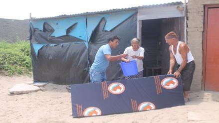 Familias damnificadas de Reque reciben calaminas y ayuda humanitaria