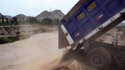 La OEFA critica arrojo de desmonte en camiones al río Rímac