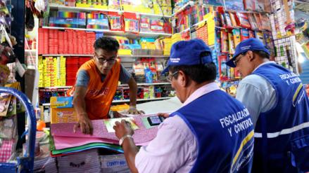 Municipalidad de Lima decomisó útiles sin registro sanitario en Mesa Redonda