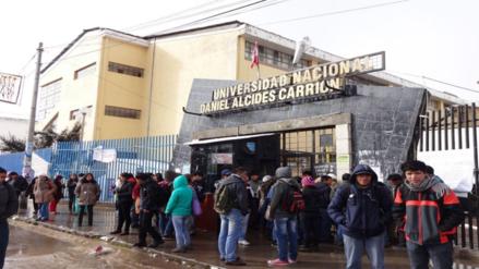 Estudiantes de medicina se extrajeron sangre por falta de infraestructura
