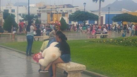 Trujillo: parejas abarrotan plaza de armas para celebrar San Valentín